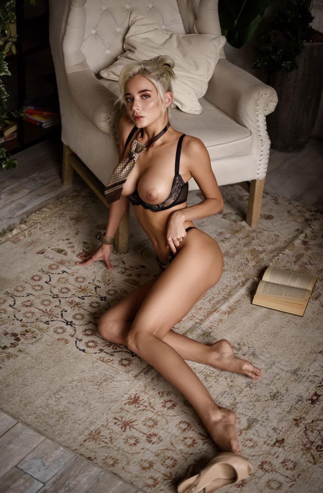 Екатерина Ширяева - голая, но в галстуке / фото 04