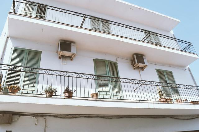 apartment-building-1082094-1920