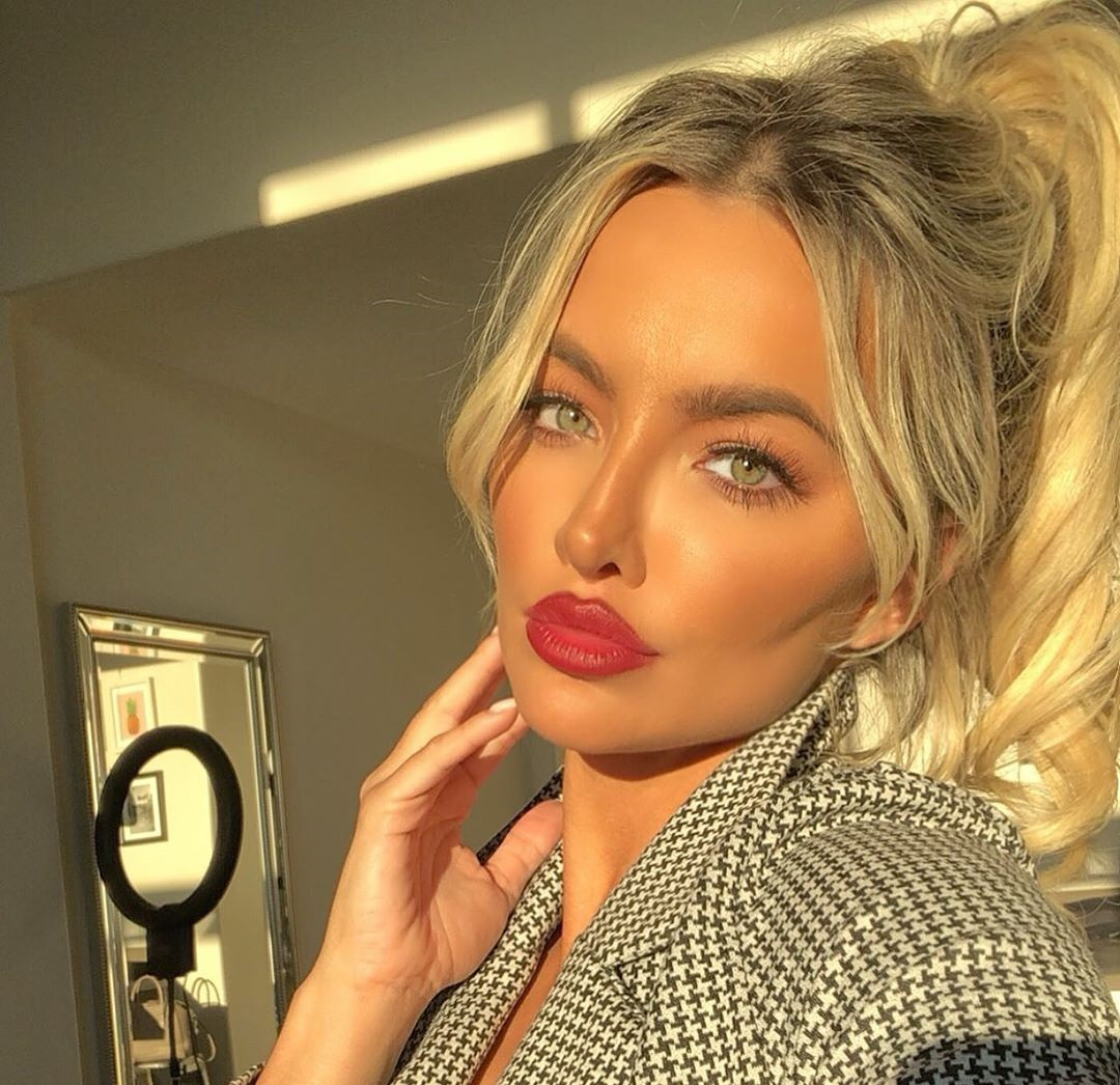 Lindsey-Pelas-Wallpapers-Insta-Fit-Bio-4