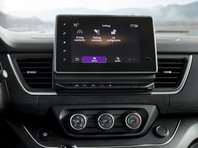 Le Nissan NV300 Combi Fait Peau Neuve New-NV300-Combi-Infotainement-4-1200x900