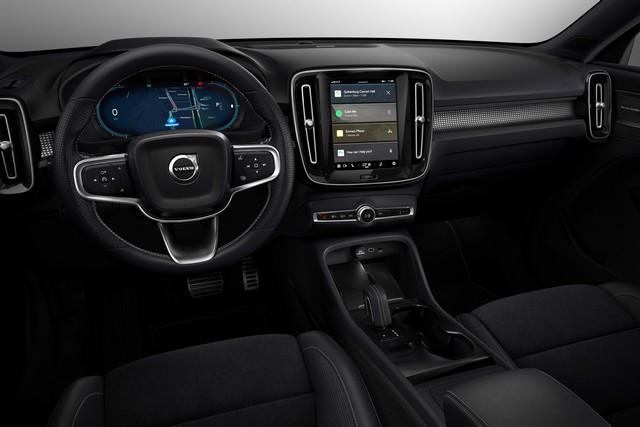 Les experts sécurité de Volvo Cars plaident en faveur de la technologie pour assister les conducteurs et limiter les distractions 271484-Fully-electric-Volvo-XC40-introduces-brand-new-infotainment-system