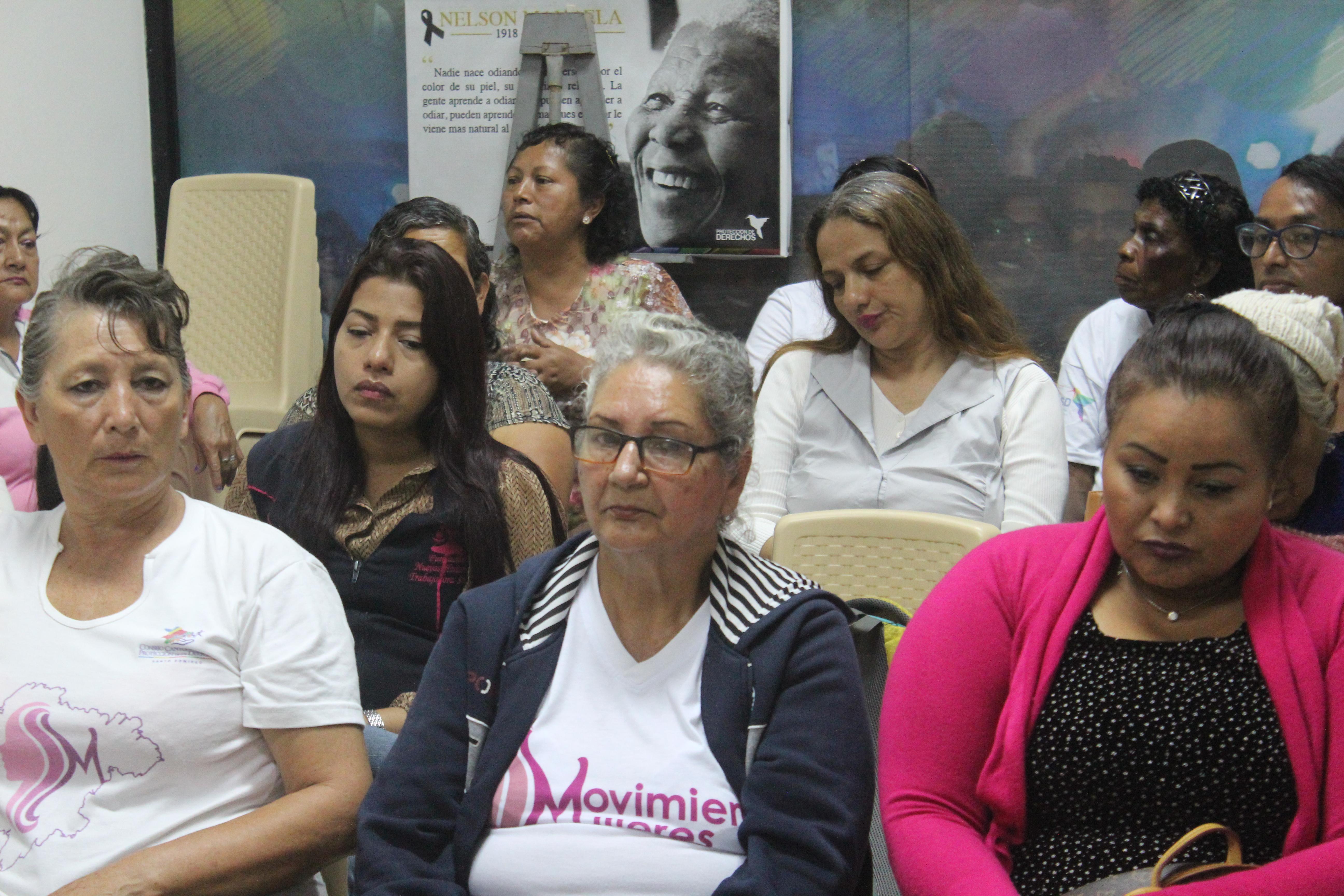 Movimiento Mujeres Santo Domingo, se reúne para debatir sobre temas de Femicidio