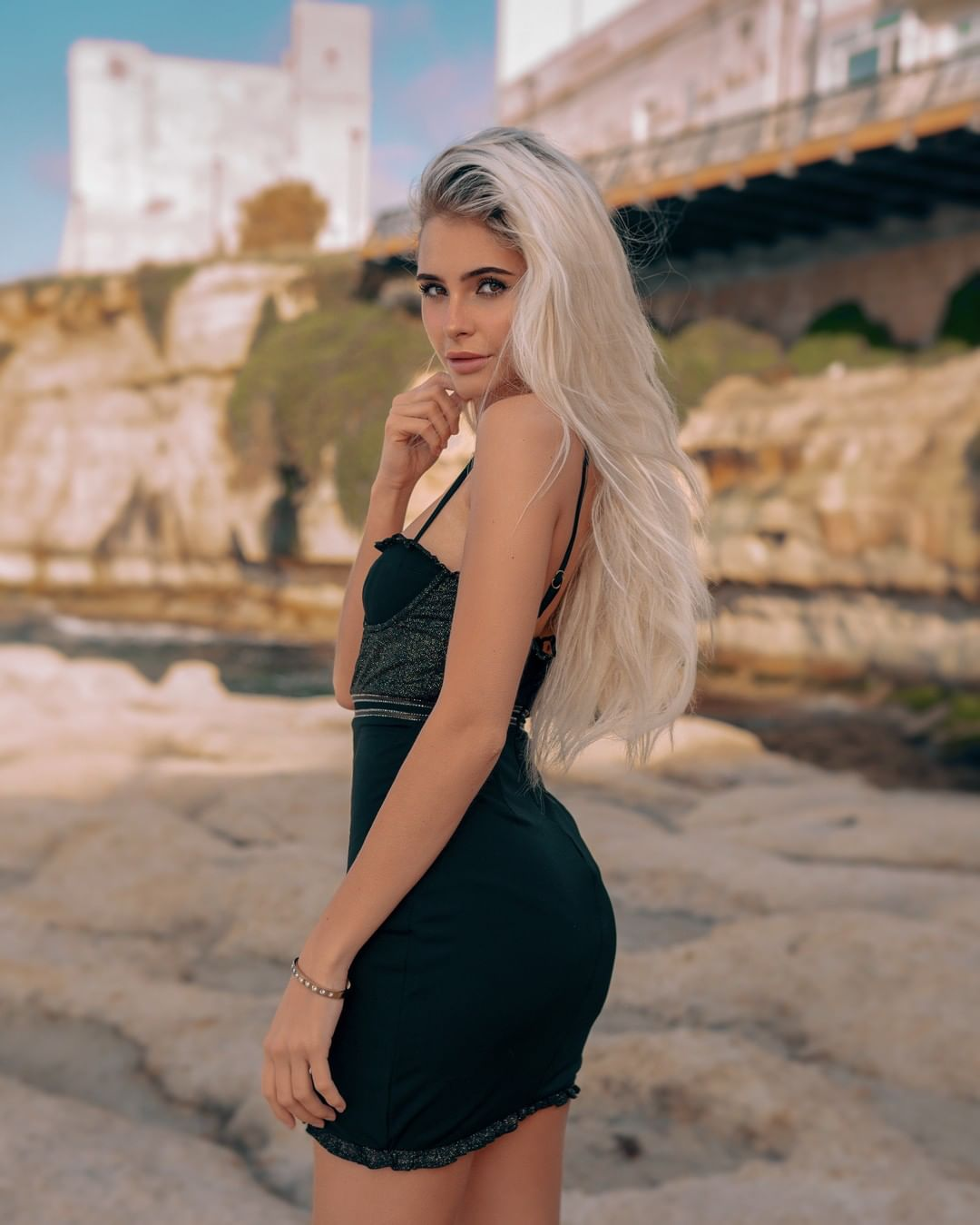 ninni-belle-Wallpapers-Insta-Biography-11