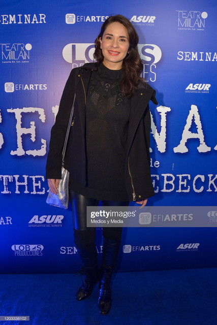 https://i.ibb.co/2sBnGTP/adriana-louvier-poses-for-photo-during-de-premier-of-seminar-play-at-picture-id1203338102-s-2048x2048.jpg