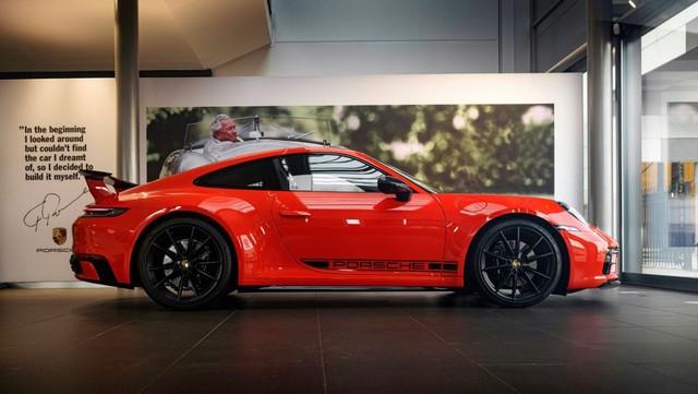 Célébrer une icône néerlandaise de la course automobile: la 911 unique avec l'empreinte digitale de Gijs van Lennep Pro-Res-Porsche-911-Gijs-van-Lennep18