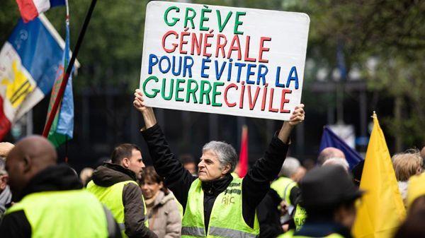 На плакате Всеобщая забастовка чтобы избежать гражданской войны