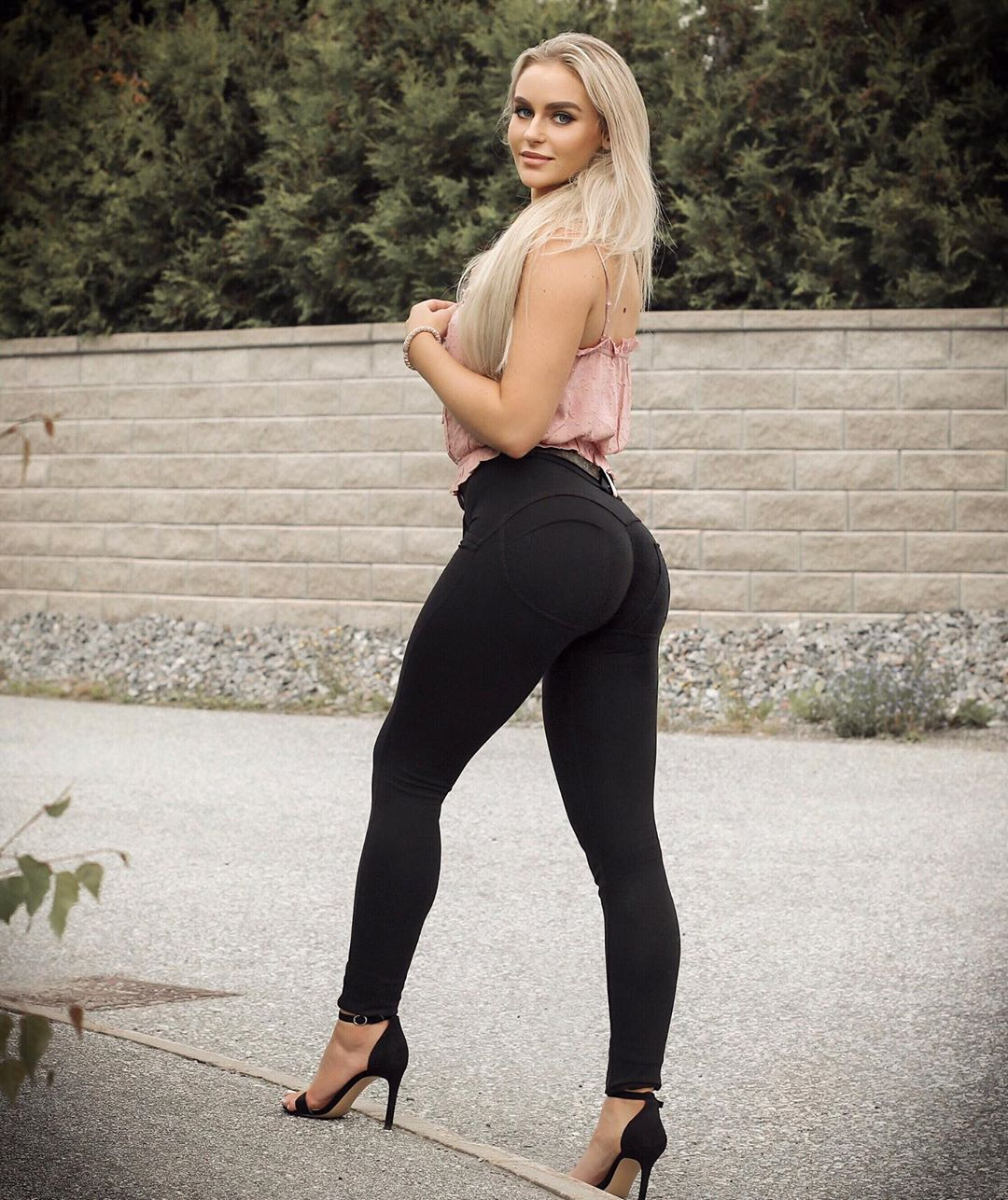 Anna-Nystrom-Wallpapers-Insta-Fit-Bio-4