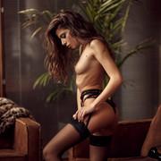 Chiara-Bianchino-Gentlemens-Club-by-Hannes-Walendy-15