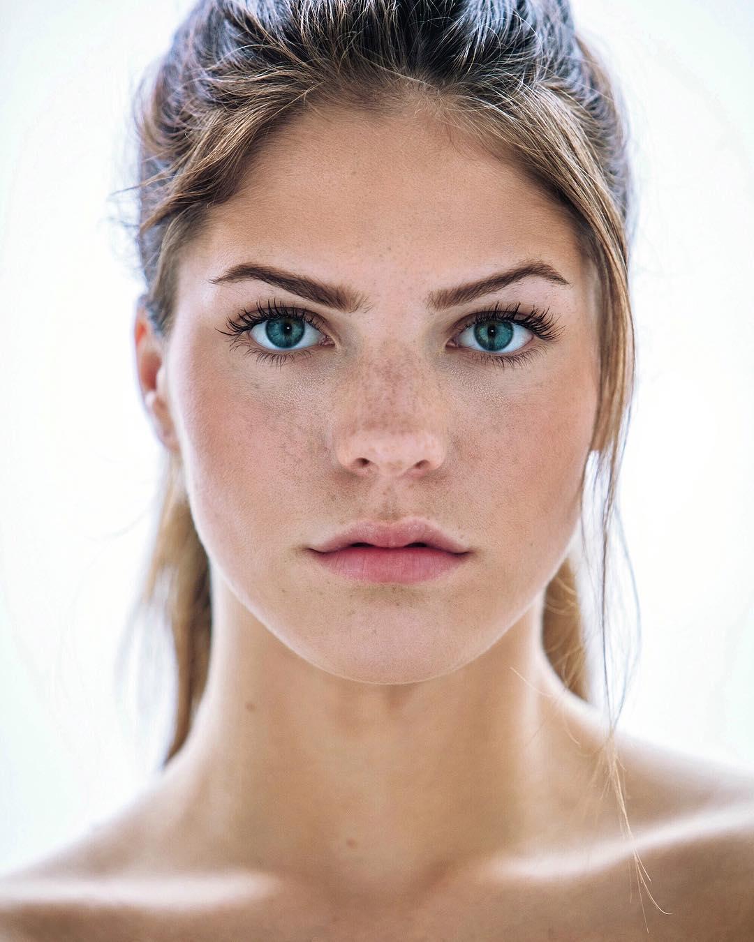 Ashley-Bedard-Wallpapers-Insta-Fit-Bio-7