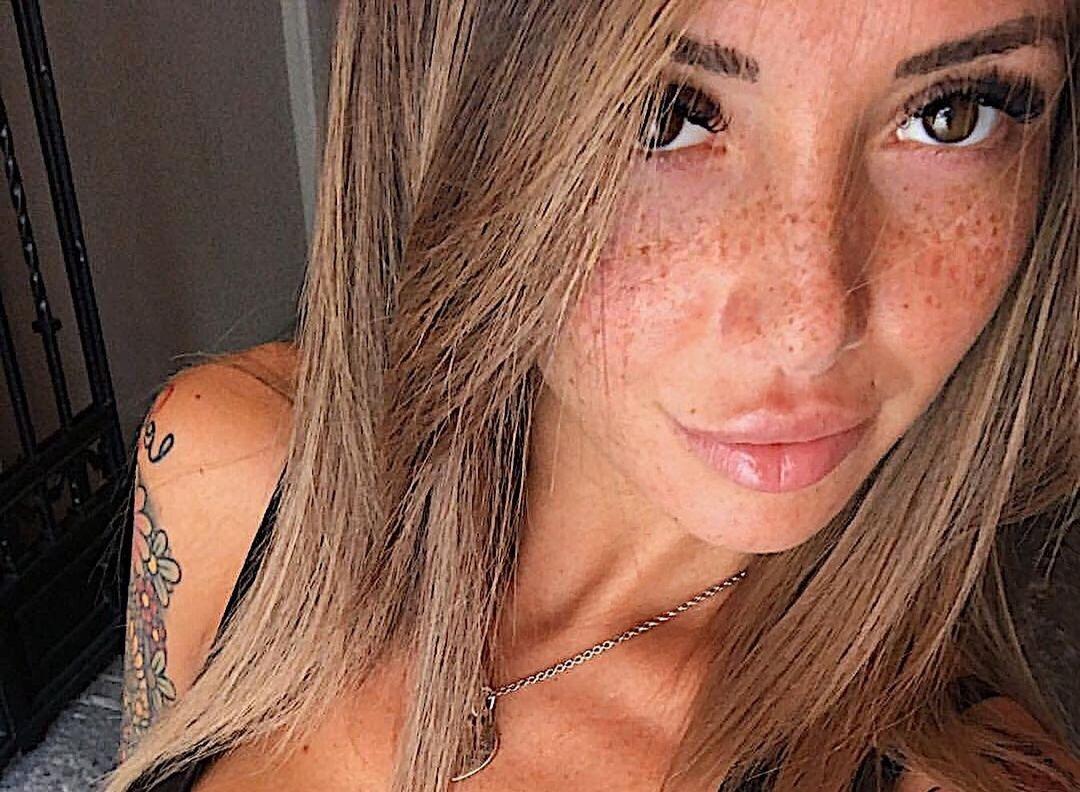 Francesca-Lannuario-Melillo-Wallpapers-Insta-Fit-Bio-10