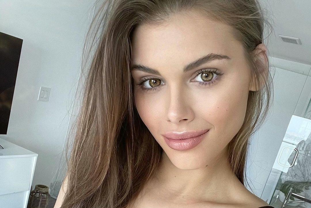 Katharina-Mazepa-Wallpapers-Insta-Fit-Bio-21
