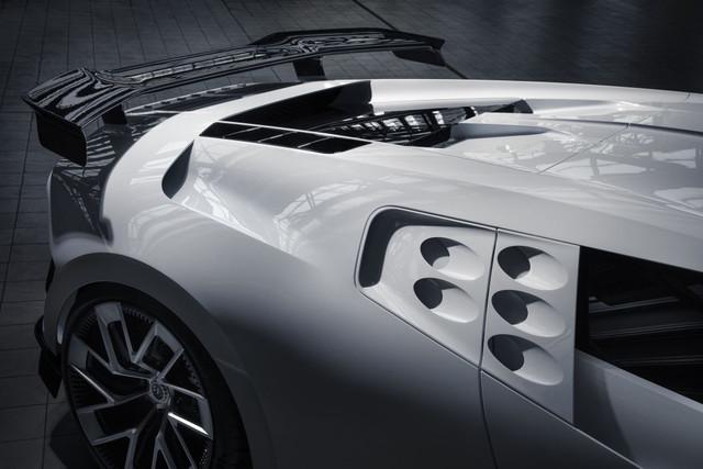 2019 - [Bugatti] Centodieci - Page 2 7-C0111-C8-17-F6-4-EBF-A345-C10887-B11-B6-D