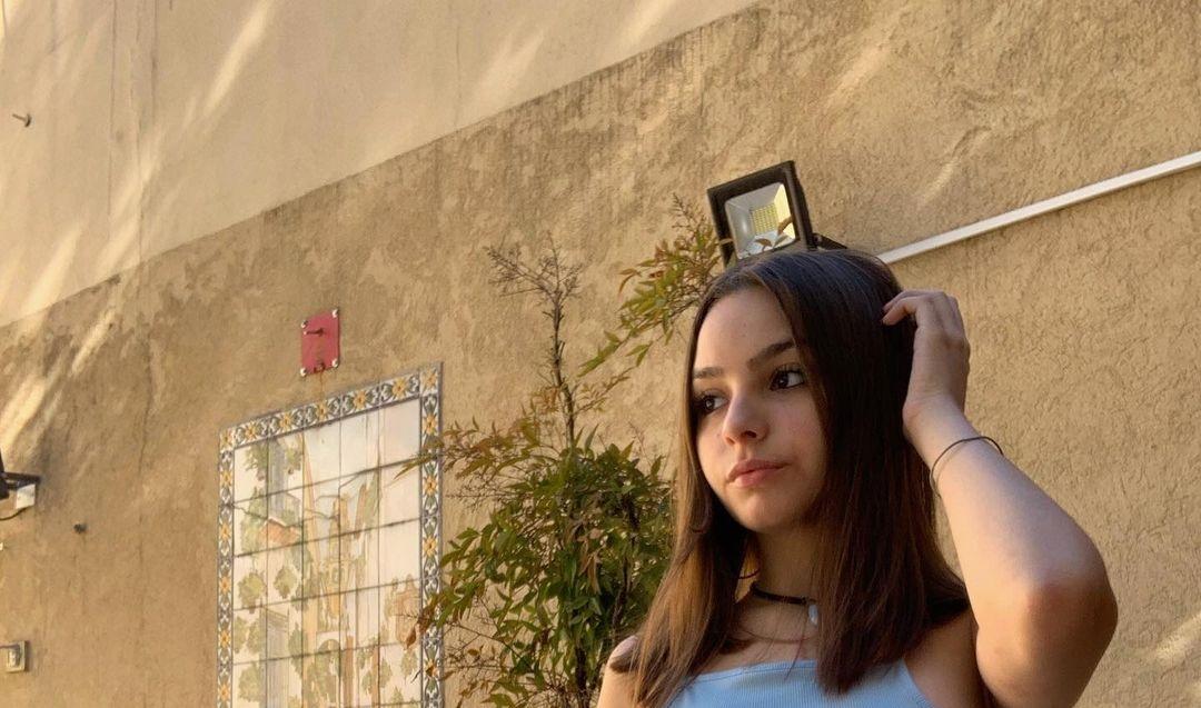 Camila-Nerea-Gonzalez-Wallpapers-Insta-Fit-Bio-10