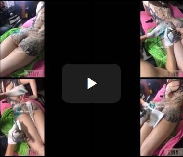 Clip: Hot girl trần truồng livestream lúc xăm kín người (y)