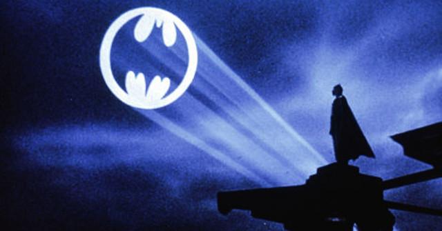 bat-sinal-batman-80-anos-geek-publicitario-destaque