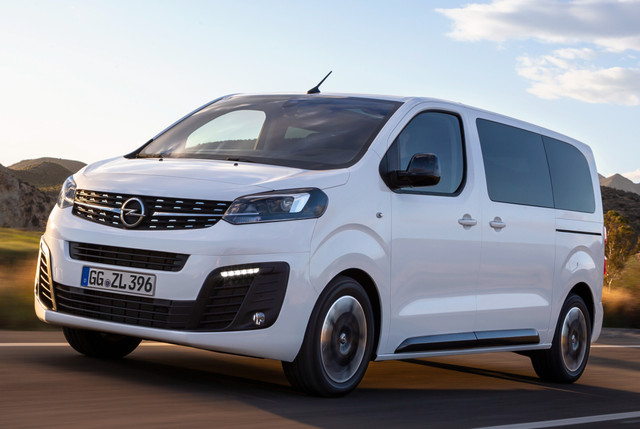 2016 - [Citroën/Peugeot/Toyota] SpaceTourer/Traveller/ProAce - Page 34 Opel-zafira-life-9-04f3031908ca05e3