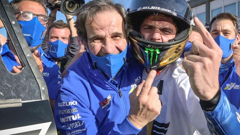 davide-brivio-celebra-junto-a-joan-mir-el-titulo-mundial-de-motogp-2020