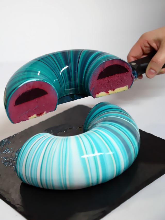 Этот торт идеален не только снаружи, но и внутри