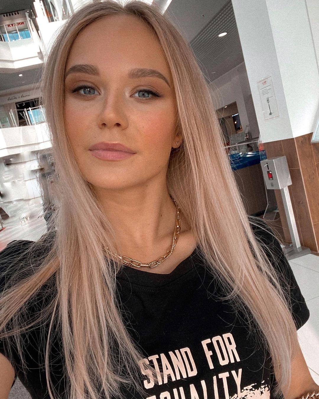 Angelina-Melnikova-Wallpapers-Insta-Fit-Bio-9