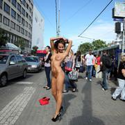 michaela-isizzu-nude-in-public-als-scan-5517673-3556974528