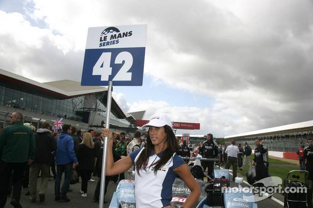09-11-09-2011-Silverstone-Great-Britian-Gridgirl-of-STRAKKA-RACING-HPD-ARX-01d-Nick-Leventis-GBR-Dan