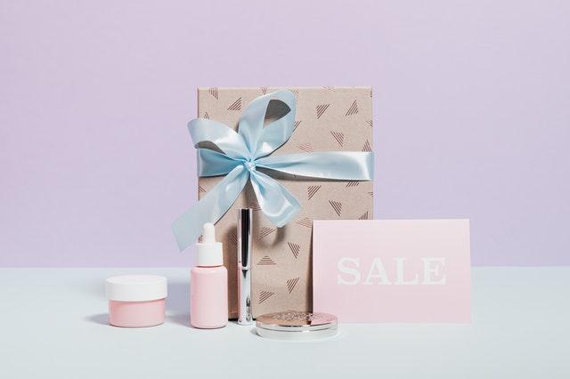 https://i.ibb.co/3M8LjF5/make-own-brand-of-cosmetics.jpg
