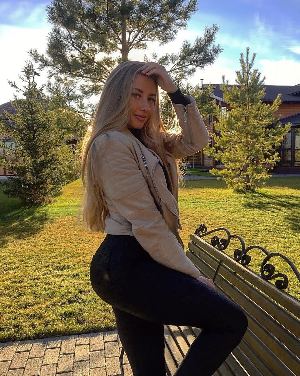 Alina-Cherepanova-Wallpapers-Insta-Fit-Bio-8