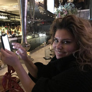 shania-tweet111419-texting
