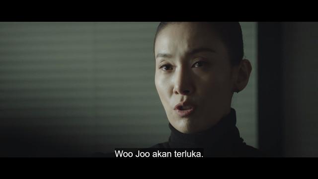 Tutor Kim menyarankan pada Han Suh Jin untuk menjadikan Hwang Woo Joo sebagai kambing hitam.