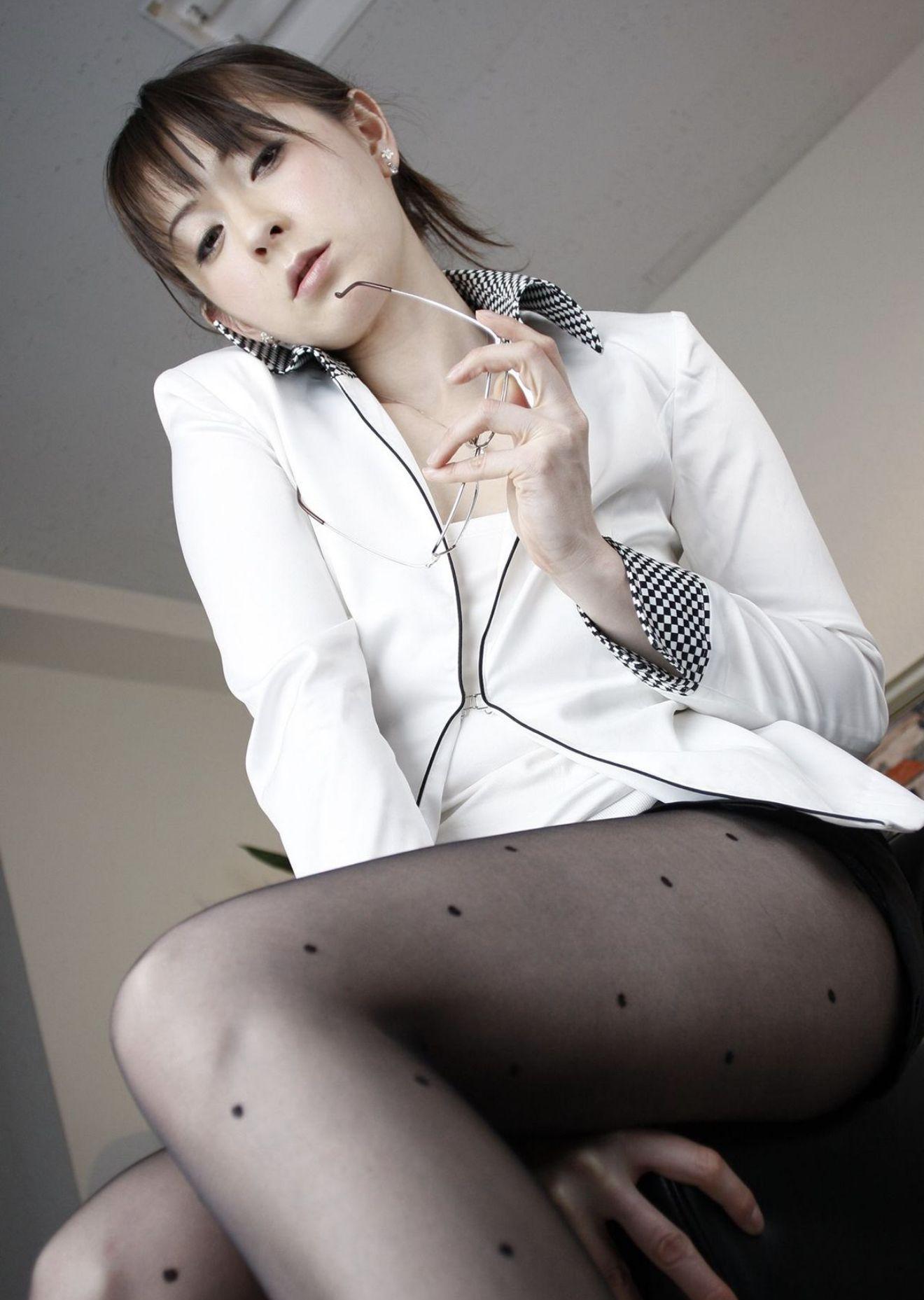 欲求不満の熟女教師 北条麻妃・柳田やよい・光月夜也 濃密グラビア写真集 007