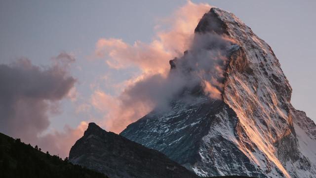 das-matterhorn-in-den-alpen-100-1280x720-cb-1520859550073