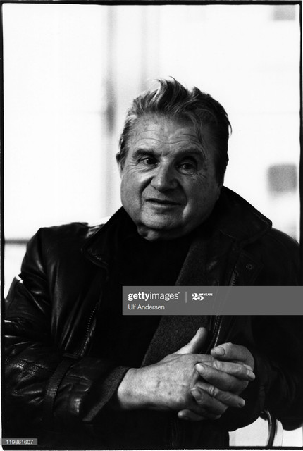 PARIS-FRANCE-JANUARY-1984-English-painter-Francis-Bacon-poses-during-portrait-session-in-Galerie-Mae.jpg