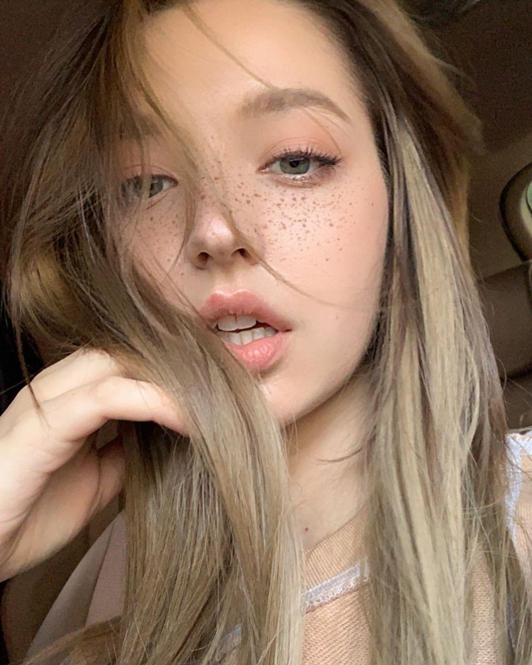 Angelina-Danilova-Wallpapers-Insta-Fit-Bio-14