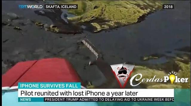 Terjatuh dari Pesawat Setahun Lalu, iPhone Ditemukan Masih Hidup
