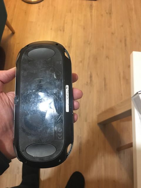 [Vendu] PS Vita Wifi enso sd2vita 128Go en boîte 80€ 13666-B53-39-C2-473-F-9-E24-2-F4-B6-FA423-F0
