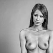 very-simple-portrait-3d1c0b42-dc06-45ea-b5aa-a1c81a0eadfb