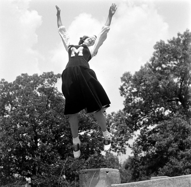 Cheerleading-school-USA-1950