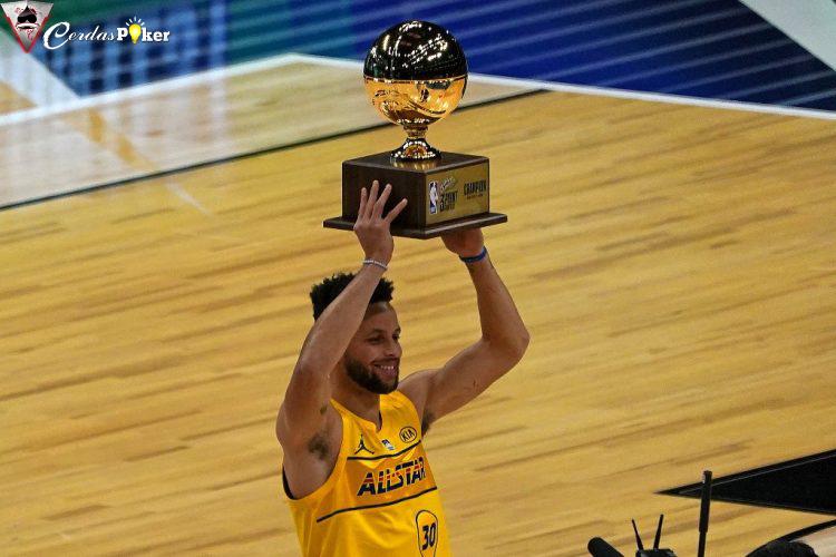 Steph Curry Juara Tembakan Tiga Angka dengan Cara Sangat Dramatis