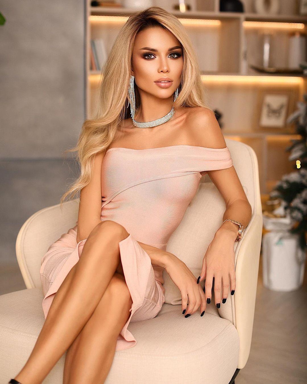 Anastasiya-Timonina-Wallpapers-Insta-Fit-Bio-8