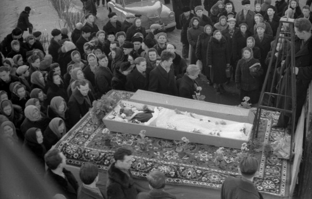 Dyatlov pass funerals 9 march 1959 01.jpg