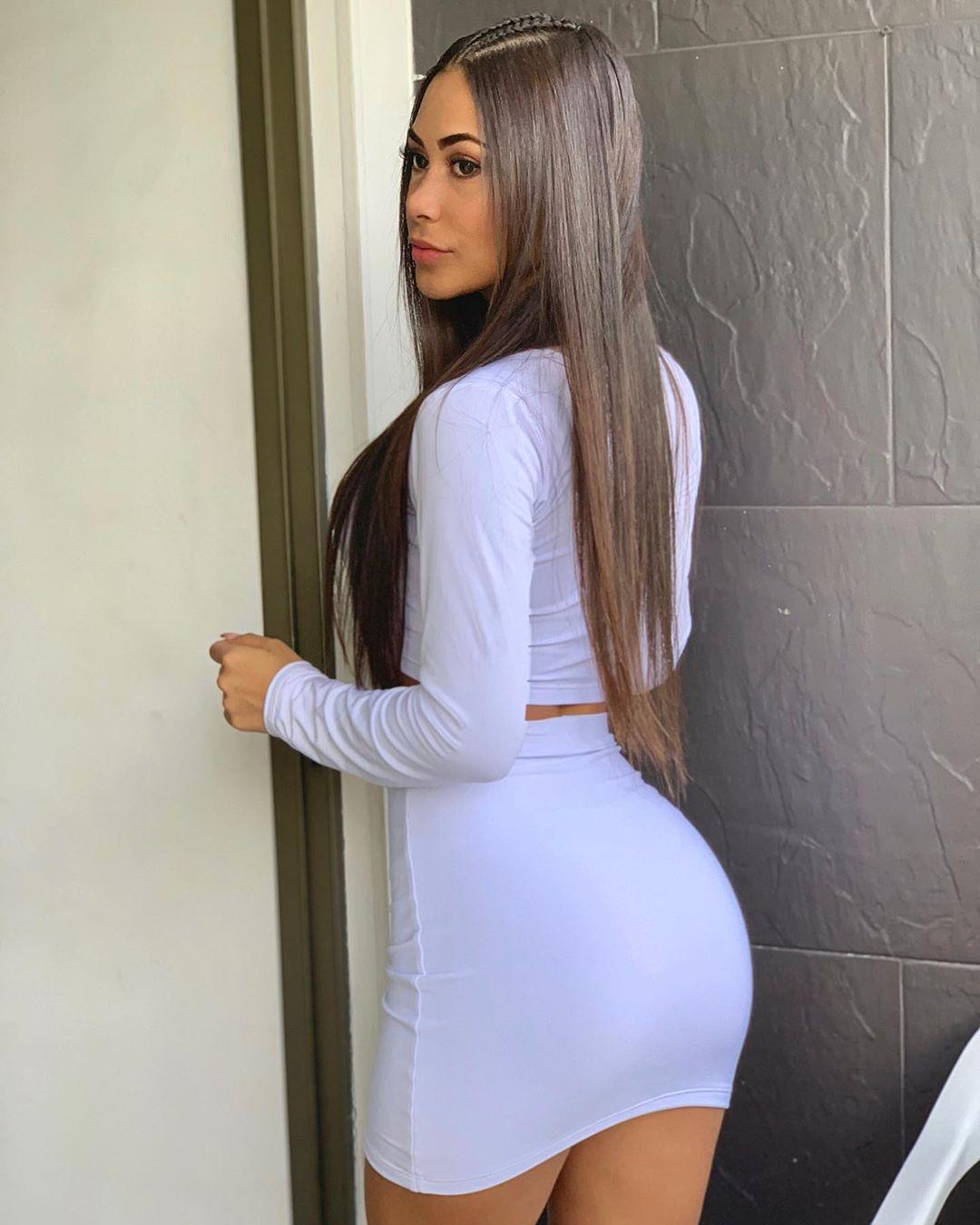 Valeria-Vasquez-Wallpapers-Insta-Fit-Bio-5