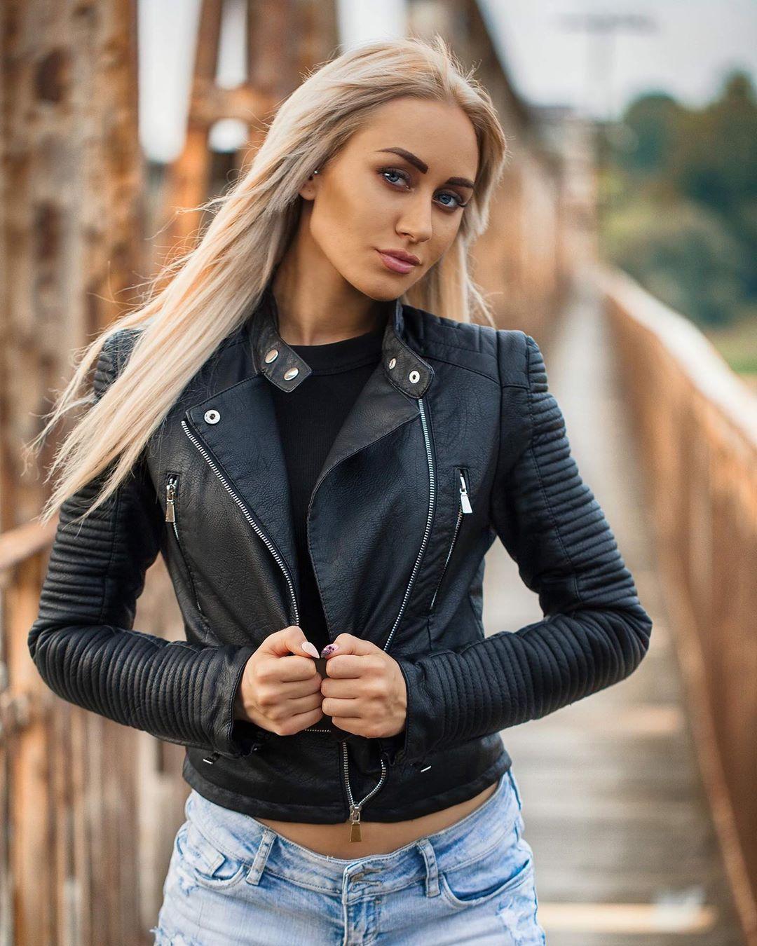 Adrianna-Strzalka-Wallpapers-Insta-Fit-Bio-1