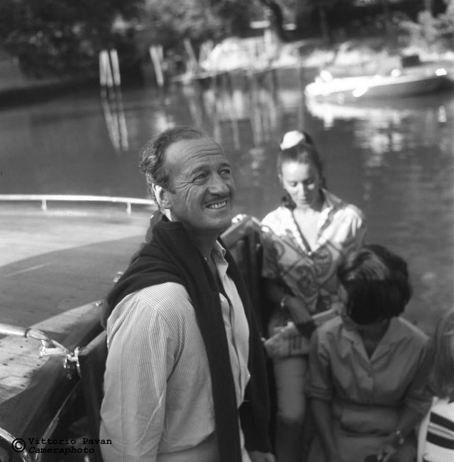 Редкие фотографии известных людей, отдыхающих в Венеции в 1950-60-е годы 23