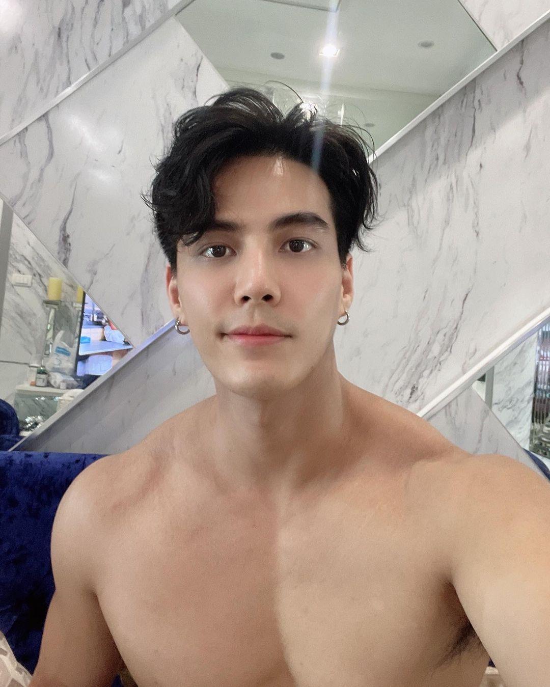 Shira Theo Jeerakulchan, mẫu 6 múi Bangkok sexy