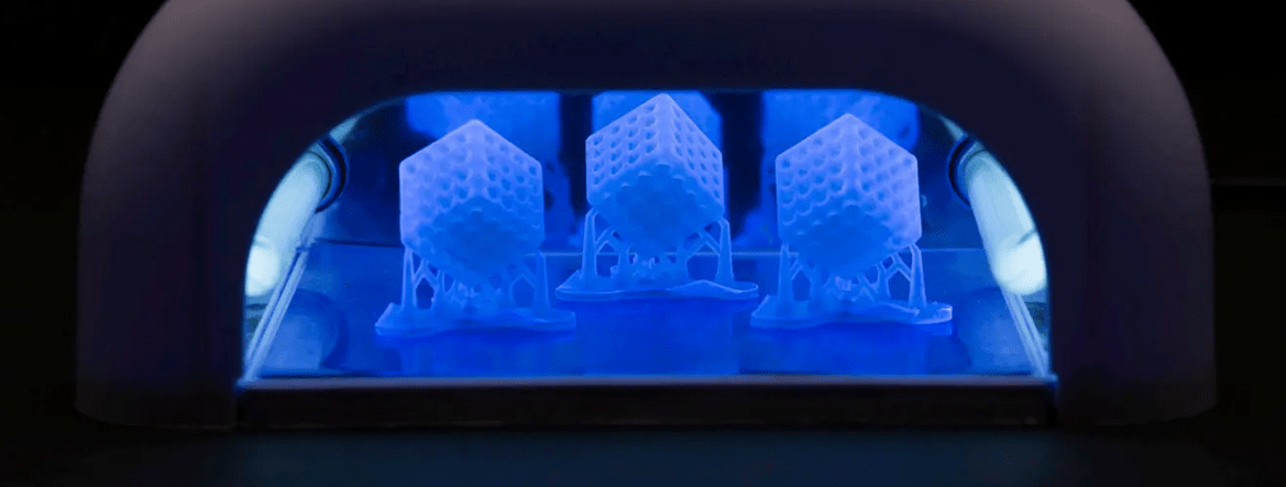 post-cure your SLA 3D prints (Source : formlabs)