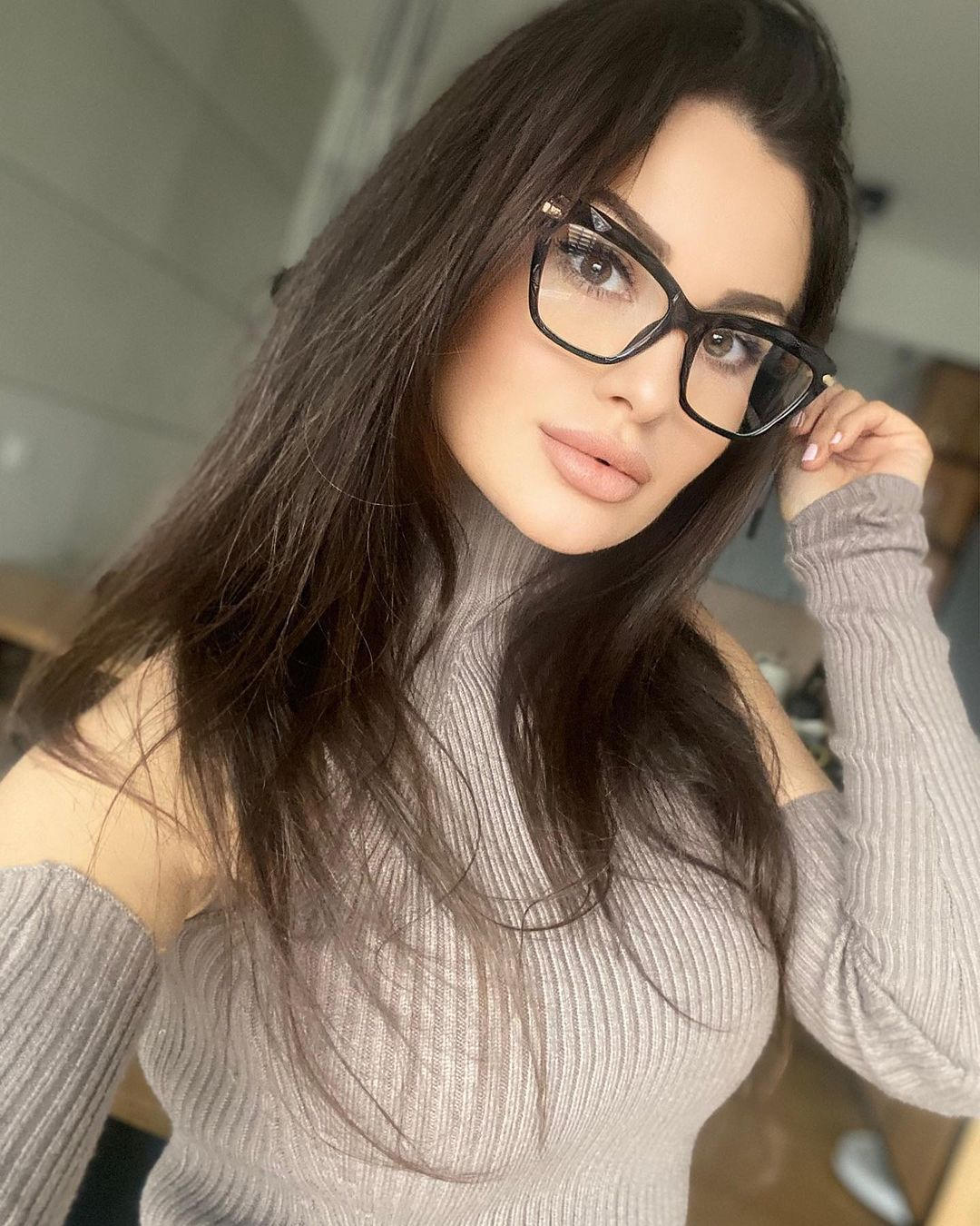 Paulina-Mai-Wallpapers-Insta-Fit-Bio-3