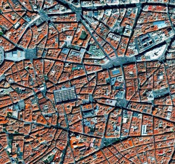 Центр Мадрида будто треснувшая керамическая плитка