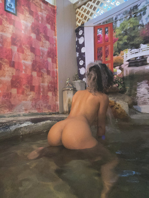 princesshelayna-11-01-2020-18564888-Care-to-join-me-for-a-long-soak-in-the-hot-springs