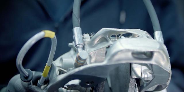 Bugatti-titanium-3d-printed-brake-caliper-04.jpg