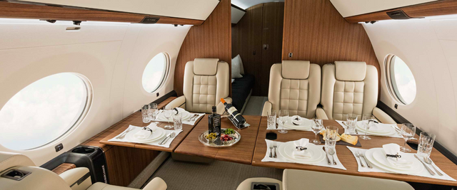 Aviation D'affaires Jet Privé Gulfstream Manger dans la Cabine